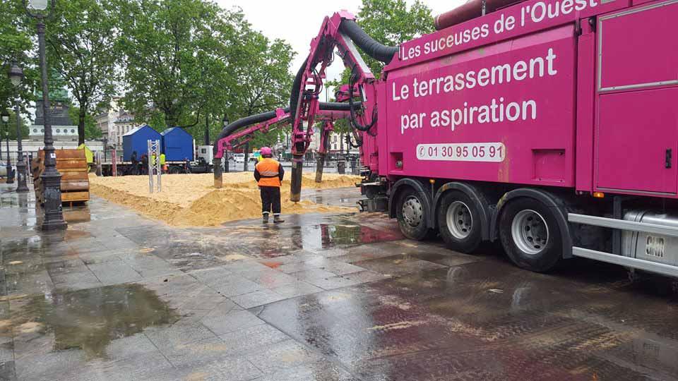 Camion Aspirateur à Bastille Paris 75